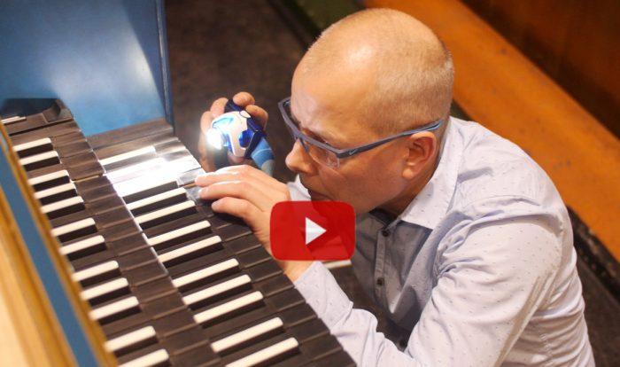 Videojournalist Marcus Mötz über einen Klavierstimmer in der Oper Leipzig