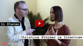 Videoreporter Marcus Mötz für das Musikmagazin IN STEREO mit Christina Stürmer im Interview